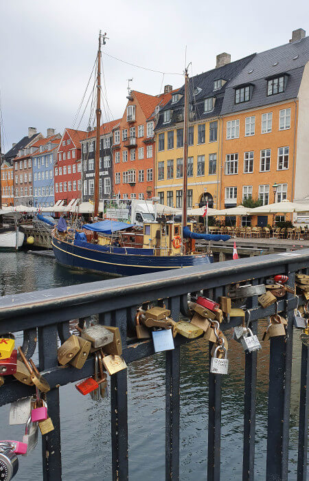 Nyhavn Danimarca on the road